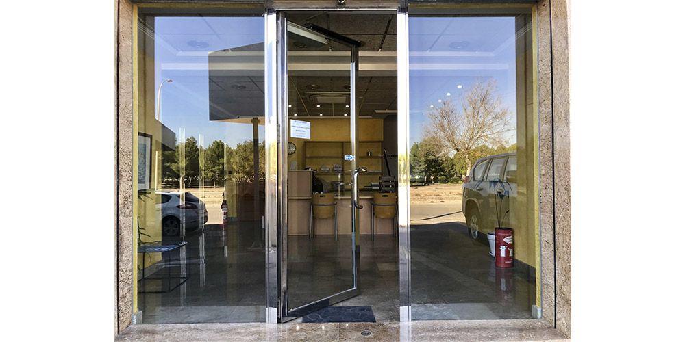 Puertas abatibles de Máster Ingenieros para mejorar su calidad de vida